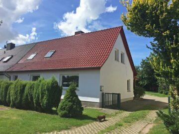 Viel Platz zum Wohnen und Arbeiten, stadtnah, ländlich – nur ca. 10 km südlich von Rostock 18196 Dummerstorf, Zweifamilienhaus